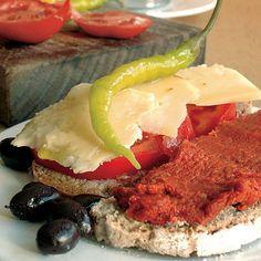 Enjoy the typical Majorcan cuisine!. En Mallorca es típico comerse un pa amb oli para merendar o cenar. Pa amb oli significa pan con aceite pero siempre va acompañado con algo: jamón, queso, sobrasada, camaiot, lomo, olivas...