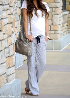 @Robyn Stewart looking casual & chic with our Quinn bag.