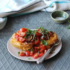 Recipe for bacon rarebit roast potatoes topped with melted cheddar cheese, tomato salad & rocket. Healthy Family Meals, Healthy Snacks, Bacon Bits, Tomato Salad, Light Recipes, Cooking Classes, Cherry Tomatoes, Potato Recipes, Delicious Desserts