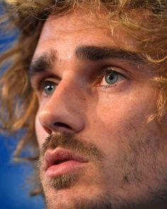 Stunningly Beautiful, Beautiful Boys, Antoine Griezmann, World Of Sports, Handsome Boys, Messi, Fifa, Barcelona, People