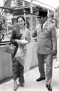 History humor pictures ideas for 2019 Ww2 Pictures, Historical Pictures, Asian History, History Photos, Old Photos, Vintage Photos, Don Juan, Founding Fathers, Kebaya