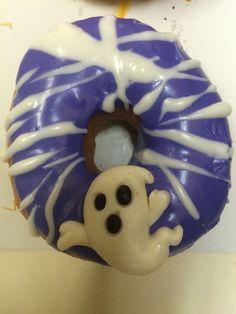 Ghost donut Donut World, Halloween Donuts, Cute Snacks, Food Themes, Doughnuts, Drink, Coffee, Random, Desserts