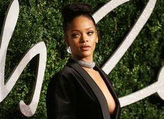 """Ooooooo La La!: WATCH: Rihanna to Paparrazi, """"Move Motherf**ker, You're In the Way!"""" Hahaa! #OooLaLaBlog #Rihanna #BritishFashionAwards"""