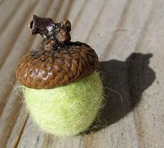 love! needle felted acorns. super easy to make and extremely cute. all you need is acorn tops (which you can find in abundance in the fall.) poke, poke, poke the felt in to a little ball, then glue to acorn top. all done! use for ornaments, garland, potpourri...the possibilities are endless.