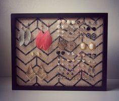 fabriquer un porte bijoux maison avec cadre et toile