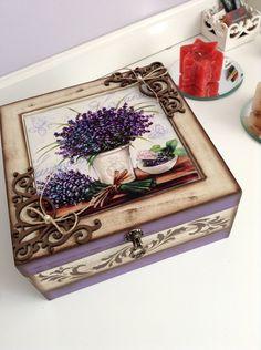 Caixa em mdf para bijuterias pintada à mão com azulejo decorado em lavanda , a... Decoupage Vintage, Decoupage Box, Beauty Box, Cigar Box Crafts, Cigar Boxes, Craft Bags, Upcycled Vintage, Diy Projects To Try, Wooden Boxes