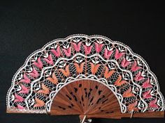 Yarn Crafts, Hand Fan, Doilies, Hand Fans, Crocheting, Fleur De Lis, Exhibitions, Bobbin Lace