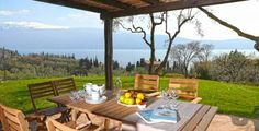 Villa dei Rosmarini Toscolano Maderno Offering views of Lake Garda, Villa dei Rosmarini is situated in Toscolano Maderno, 30 km from Riva del Garda. Free private parking is available on site.  There is a seating area and a kitchen complete with a dishwasher and an oven.