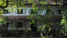 Steeped in history, unscathed by time Kerala Traditional House, Traditional House Plans, Kerala Architecture, Beautiful Homes, Beautiful Places, Kerala Travel, Country Walk, Kerala Houses, Amazing India