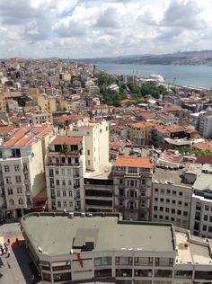 İstanbul-Galata kulesinin üstünden aşağısının görünüşü
