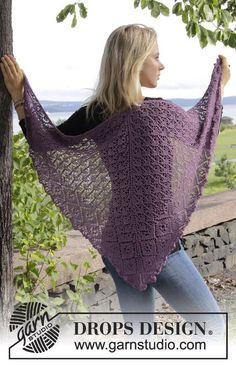 """First Frost - Knitted DROPS shawl with lace pattern. Shown in """"Lace"""" and """"BabyAlpaca Silk"""" from yarn group A. - Free pattern by DROPS Design"""