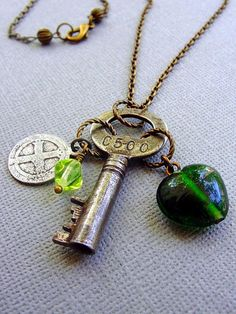 Skeleton Key Necklace Religious Charm Medal Gypsy by TheBrassyLady Key Jewelry, Jewelry Ideas, Unique Jewelry, Steampunk Wedding, Victorian Steampunk, Skeleton Key Necklace, Old Keys, Diy Wedding Projects, Frost