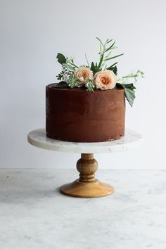 10 Ways To Make Your Layer Cakes More Professional. Learn pro tips for how to make your cakes more professional looking! #cake #cakedecorating #cakeart Frostingandfettuccine.com