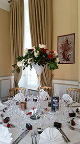 Centre de table vase martini blanc et rouge Deco Table, Table Settings, David, Vase, Table Decorations, Home Decor, White Wash Table, Center Table, Mountain