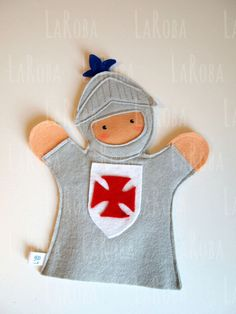 Hand puppet: knight by LaRoba on Etsy http://puppet-master.com - THE VENTRILOQUIST ASSISTANT