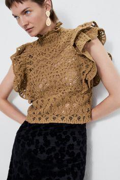 ZARA - Female - Textured ruffled top - Taupe brown - S Crochet Fabric, Knit Crochet, Mode Crochet, Fancy Blouse Designs, Crochet Fashion, Zara Tops, Crochet Clothes, Knitwear, Outfits