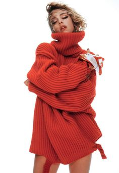 Publication: Vogue Paris September 2017 Model: Edie Campbell Photographer: David Sims Fashion Editor: Emmanuelle Alt Hair: Pierpaolo Lai Make Up: Hiromi Ueda Knitwear Fashion, Knit Fashion, Red Fashion, Sweater Fashion, Edie Campbell, David Sims, Girls Sweaters, Red Sweaters, Vogue Paris