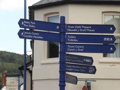 https://flic.kr/p/v1ecnH | The Farmer's Arms - Market Street, Abergavenny - fingerpost | Seen on Market Street in Abergavenny.   The Farmer's Arms on the corner of Market Street and Lion Street in Abergavenny.   fingerpost
