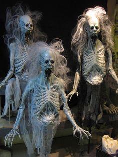 Diy Halloween, Adornos Halloween, Scary Halloween Decorations, Theme Halloween, Halloween Skeletons, Outdoor Halloween, Couple Halloween Costumes, Halloween Projects, Holidays Halloween