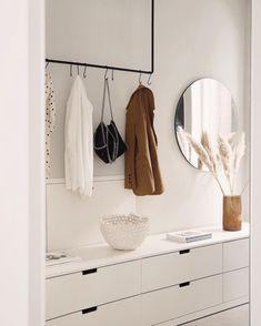 Interior: 3 Trends für kleine Flure - The Limits of Control Interior: 3 trends for small hallways - Hallway Inspiration, Interior Inspiration, Small Hallways, Interior Decorating, Interior Design, Ikea Interior, Hall Interior, Interior Livingroom, Minimalist Home