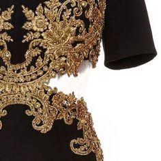 Golden details 🔥 #hautecouture #blackandgold #handbeaded #Repost @sabaakamal ・・・