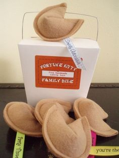 Awwweee felted fortune cookies, with a fortunes attached...