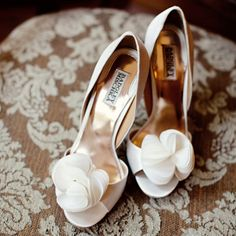 Ivory Bridal Shoes - Floral accents to a peep toe heel are elegant for any wedding | Photo by: Lisa Hessel Photography | Shoes: Badgley Mischka