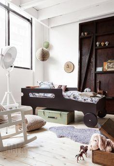 Rafa-kids R toddler bed dark chocolate, amazing styling