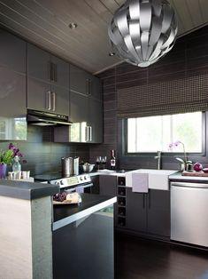 Some classic and modern kitchen splashback ideas - Kitchen Ideas modern kitchen decor - Modern Decoration Small Modern Kitchens, Modern Kitchen Interiors, Modern Kitchen Cabinets, Farmhouse Kitchen Decor, Kitchen Ideas, Kitchen Modern, Gray Cabinets, Kitchen Small, Kitchen Photos
