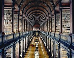 Candida Hofer, Trinity College Library Dublin I, 2004