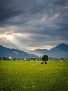 Eine megatolle Gewitterstimmung habe ich da in meinem Heimatort Ebbs in Tirol erwischt. Hotels, Golf Courses, Doctor Office, Thunderstorms, Places