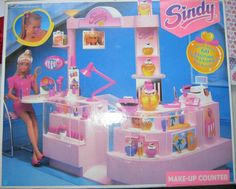 Sindy Make-Up Counter, 1991 Sindy Doll, Barbie House, Barbie Dolls, 1980s Childhood, Childhood Memories, Barbie Movies, Barbie Patterns, Miniature Crafts, Barbie Collection