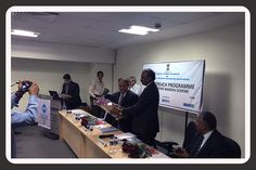 Shri Ajay Sahai,  DG & CEO, FIEO presenting a bouquet to Shri Ravi Capoor, IAS, Joint Secretary, Ministry of Commerce, Government of India