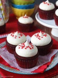 Red Velvet Cupcakes with Cream Cheese Frosting are a classic feel-good dessert. These delicious cupcakes are super moist and stay that way for days! Cupcake Cream, Cupcakes With Cream Cheese Frosting, Yummy Cupcakes, Cupcake Recipes, Baking Recipes, Cupcake Cakes, Dessert Recipes, Frosting Recipes, Best Red Velvet Recipe