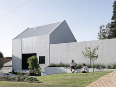 whispering smith completes a carbon-neutral house in australia using recycled bricks and concrete