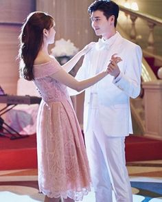W Two Worlds Lee Jong Suk and Han Hyo Joo Still Cuts A prince charming dance❤️❤️❤️ Credit: naver Han Hyo Joo Lee Jong Suk, Lee Tae Hwan, Lee Jung Suk, W Two Worlds Wallpaper, W Korean Drama, W Kdrama, Lee Jong Suk Wallpaper, Kang Chul, Korean Couple