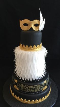 Burlesque, feather, black and gold cake