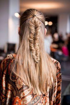 #Frisuren 2018 Ideen für Fishtail umsponnene Frisur #bobfrisuren #bob #style #haircut #modern #stlye #best #populerhair #frisuren #färben #Trend #haar #neufrisuren2018 #Bob #Haare#Ideen #für #Fishtail #umsponnene #Frisur
