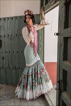 Spanish style – Mediterranean Home Decor Flamenco Costume, Flamenco Skirt, Spanish Dress, Spanish Style, Boho Fashion, Fashion Dresses, Spanish Fashion, Mode Boho, Traditional Dresses