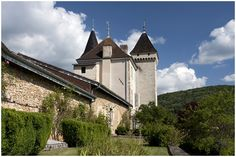 Planning a wedding abroad, come and win your wedding venue in France