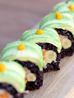 Saigon Pickle Sushi~ the black organic rice is amazing #raw #vegan #sushi