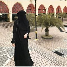 Bila gelapnya hati, seseorang itu sudah tidak rasa apa-apa bila melakukan dosa. Titik hitam mula memenuhi hatinya sehingga dia susah untuk… Arab Girls Hijab, Muslim Girls, Muslim Women, Hijabi Girl, Girl Hijab, Hijab Dpz, Black Abaya, Niqab Fashion, Profile Pictures Instagram