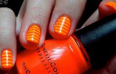 Uñas decoradas color naranja, uñas decoradas color naranja rayas.  Ven al CLUB #uñasdecolores #nailsCLUB #uñaslindas