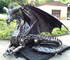 Scrap Metal Dragons by Recyclart
