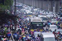 HỖN LOẠN / HN  Các ngả đường Hà Nội hỗn loạn trong mưa lớn