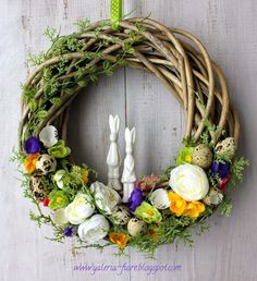 Taaakie wianki! Flower Decorations, Christmas Decorations, Holiday Decor, Diy Wreath, Grapevine Wreath, Easter Candy, Craft Night, Easter Wreaths, Wreaths For Front Door