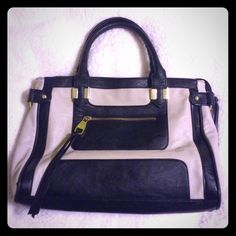 Steve Madden Bag Black and Tan Steve madden bag. Great for a grab and go work purse. Zipper on inside needs to be fixed. Regular wear and tear. Can fit small laptop Steve Madden Bags Totes