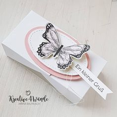 [ Werbung/Markennennung] Even on a small box, the colored butterflies are doing well. the box is a double-flip box. … - All For Garden Stampin Up Ostern, Janina, Wooden Planters, Butterfly Cards, Small Boxes, Stamping Up, Wooden Boxes, Gift Tags, Goodies