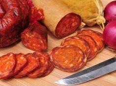 Usušte si doma prerastenú slaninku, postačí vám na to desať dní » Prakticky.sk Chorizo, Tandoori Chicken, Sausage, Grilling, Bbq, Food And Drink, Meat, Baking, Ethnic Recipes