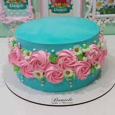 Yoghurt cake with Companion - HQ Recipes Cake Icing, Buttercream Cake, Cupcake Cakes, Pretty Cakes, Beautiful Cakes, Amazing Cakes, Cake Decorating Techniques, Cake Decorating Tips, Rodjendanske Torte